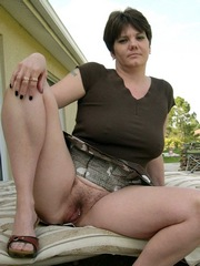 Shorthaired mature lady show..