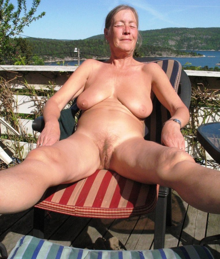 Grandmother with flabby and wrinkled boobs. Big size ...