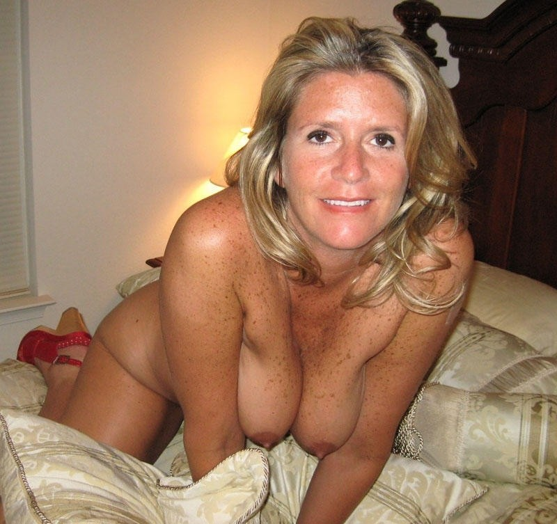 Description: Pretty wives and lonely moms exposing their tits