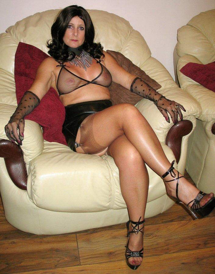 Short Description: Splendid mom in sexy black lingerie.. Back to the ...