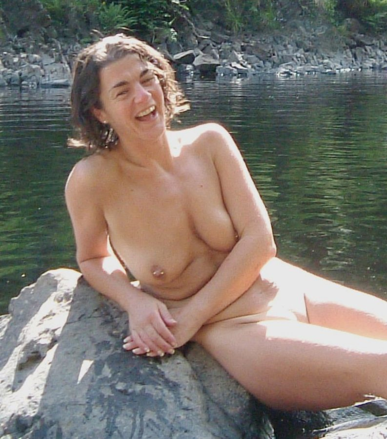Mature amateur wife flashing outdoors