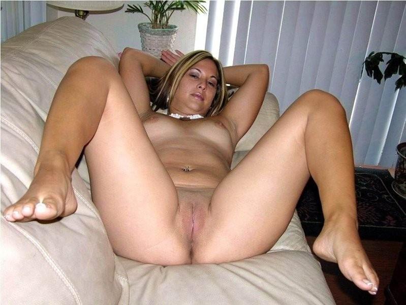 Big round ass moms