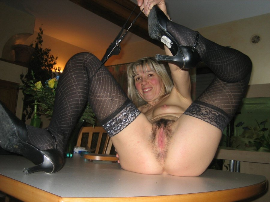 Blonde mature woman show her pussy, astraddle. Big size picture #1