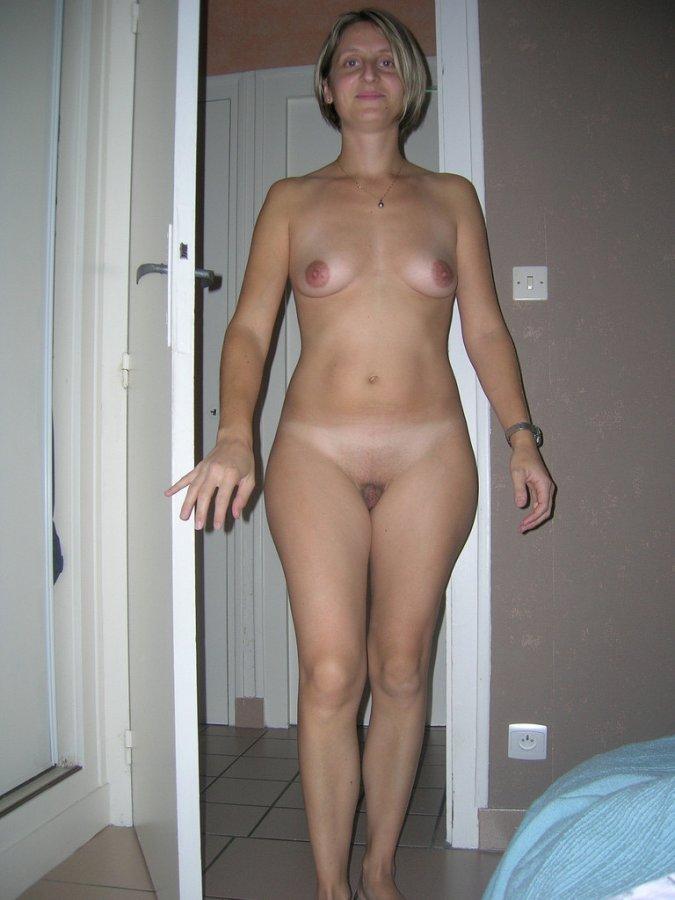 naked women on the bathtub
